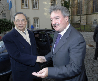 Chinese deputy Prime Minister Zeng Peiyan, Luxembourg Foreign Minister Jean Asselborn