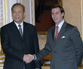 Chinese deputy Prime Minister Zeng Peiyan, Luxembourg crown Grand Duke Guillaume