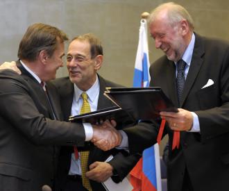 Bosnia-Herzegovina's President Haris Silajdzic, European Union (EU) foreign policy chief Javier Solana, Dimitrij Rupel Slovenian Foreign Minister